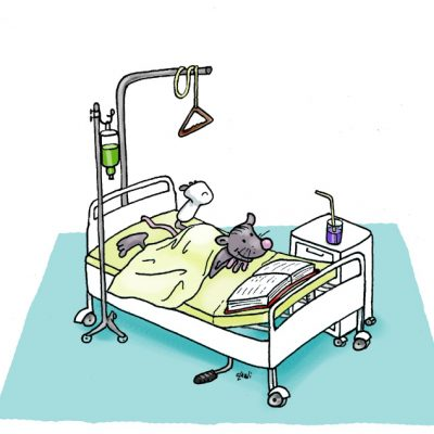 Auch die kleine Büchermaus musste mal ins Krankenhaus. Da bringt man ihr ne Bibel hin; da liest sie immer drin.